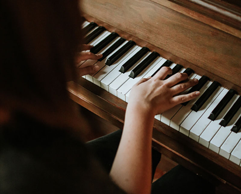 playing_piano